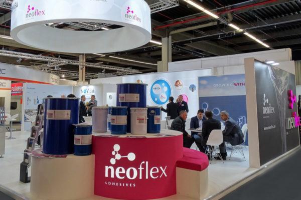 Exposición adhesivos Neoflex Pur Fensterbau Frontale